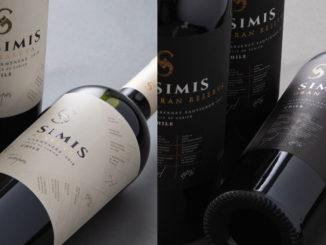 Foto de garrafas do vinho tinto seco Simis